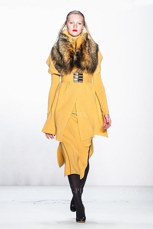 Mercedes-Benz Fashion Week Berlin - Lookbooks A/W 2011. Allude. 20110120, Straße des 17. Juni - Siegessäule, Berlin, Germany. Foto: 2-PIX Agency / Binh Truong